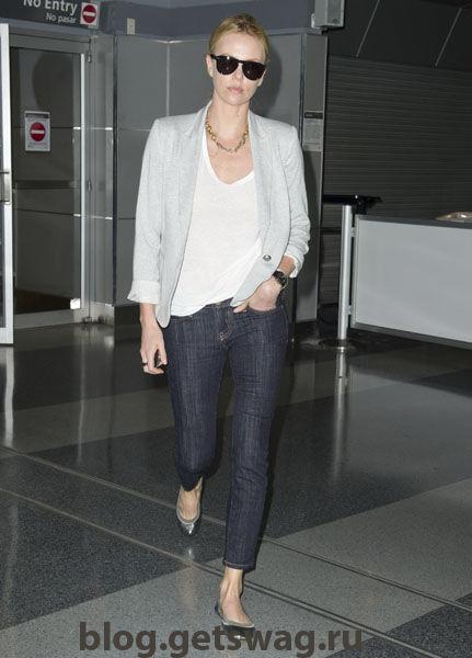11-Street-Chic-Airport-Charlize-Theron-1 Стиль Шарлиз Терон - фото уличного стиля одежды звезды в повседневной жизни